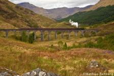 Hogwarts Express auf Glenfinnan Viaduct in Schottland