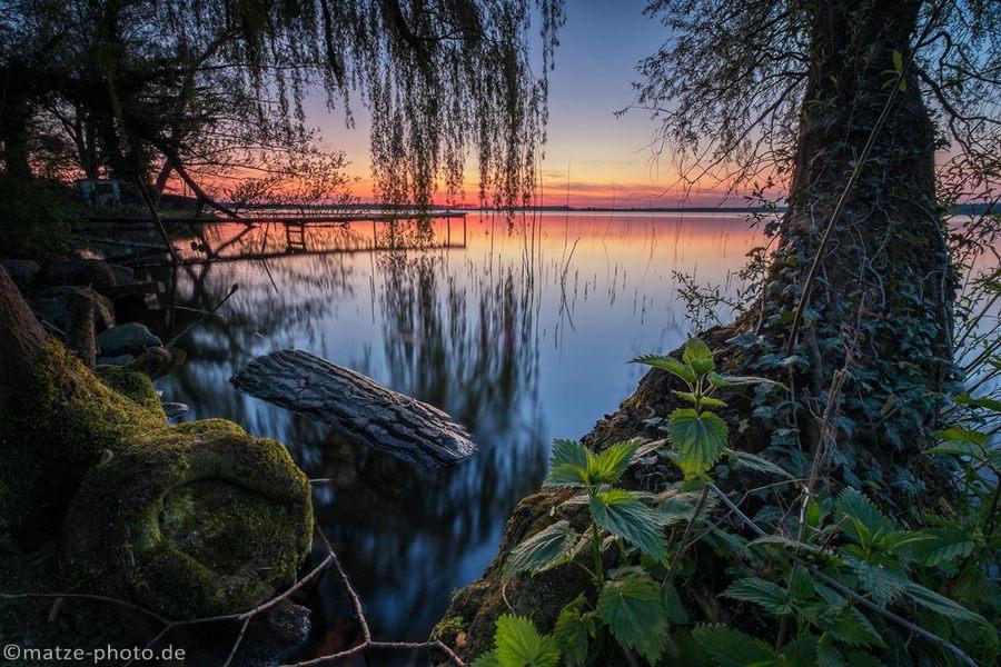 Ein Foto vom Ufer des Arendsee zum Sonnenuntergang.