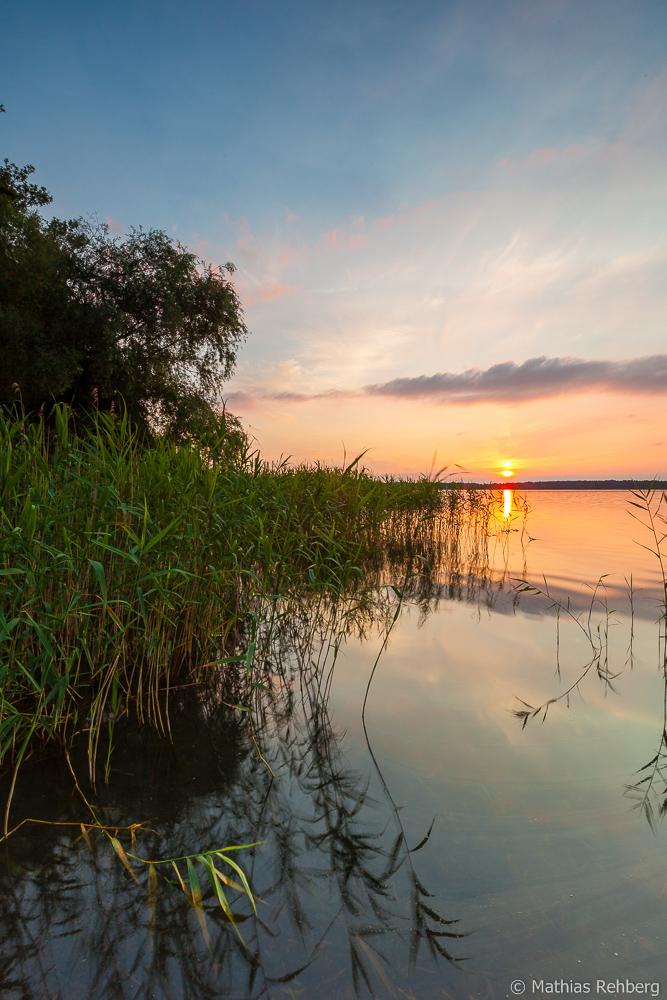 Sonnenuntergang am Ufer des Arendsees in der Altmark