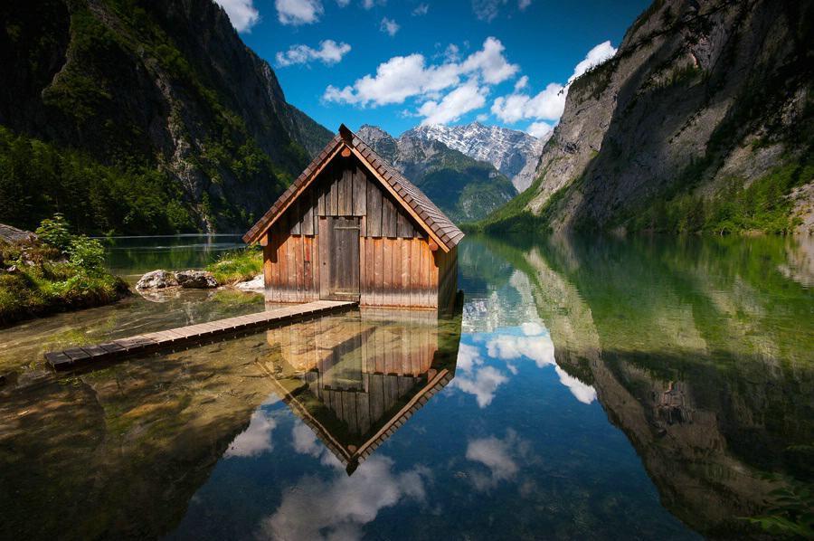 Das Bootshaus im Obersee im Berchtesgadener Land.